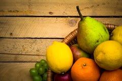 Natura di legno d'annata dell'alimento di autunno del fondo della frutta Immagine Stock Libera da Diritti