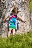 Natura di osservazione attraverso gli occhi del bambino Fotografia Stock