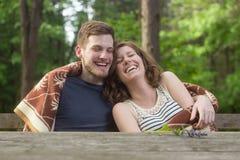 Natura di risata del ragazzo della ragazza delle coppie Fotografia Stock