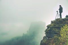Natura fotograf tworzy sztukę na widoku punkcie w górach obrazy royalty free