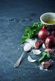 Natura morta con aglio, la cipolla, il prezzemolo ed il sale marino Fotografia Stock
