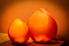 Natura morta con i vasi arancio immagini stock