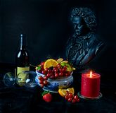 Natura morta con il beethoven del bicchiere di vino e della frutta Immagine Stock Libera da Diritti