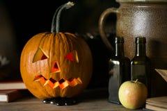 Natura morta con il fronte della zucca su Halloween ad ottobre immagini stock