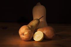 Natura morta con la zucca ed il limone della pera Fotografia Stock