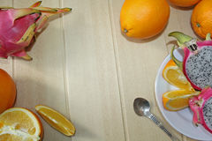 Natura morta con le arance, dragonfruit Fotografia Stock