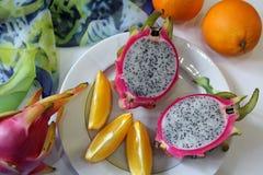 Natura morta con le arance e il dragonfruit Fotografie Stock