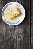 Natura morta con miele, favo, polline Fotografia Stock