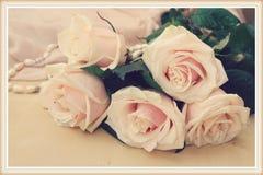 Natura morta d'annata con le rose Fotografie Stock