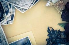 Natura morta d'annata con le vecchie foto Immagine Stock Libera da Diritti