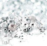 Natura morta d'argento alla moda del fondo di Natale Fotografia Stock Libera da Diritti
