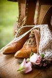 Natura morta degli stivali e dei fiori Fotografia Stock Libera da Diritti