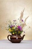Natura morta dei fiori selvaggi Fotografie Stock Libere da Diritti