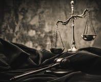 Natura morta del manto del giudice fotografie stock