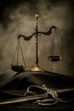 Natura morta del manto del giudice fotografie stock libere da diritti