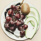 Natura morta dell'avocado, dell'uva e del kiwi fotografie stock libere da diritti