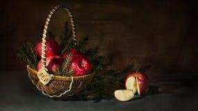 natura morta delle mele e dell'abete fotografie stock