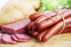 Natura morta delle salsiccie e della salsiccia Immagini Stock Libere da Diritti