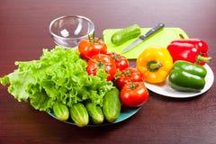 Natura morta delle verdure sui piatti Immagini Stock Libere da Diritti