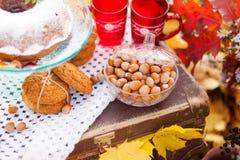 Natura morta di autunno, decorazione con il dolce Fotografie Stock Libere da Diritti