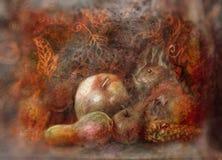 Natura morta di fiaba con i frutti di autunno e dello scoiattolo su fondo astratto Immagini Stock Libere da Diritti