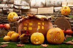 Natura morta di Halloween con le zucche scolpite Immagini Stock