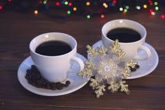 Natura morta di Natale con due tazze di caffè con i piattini Immagini Stock Libere da Diritti