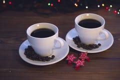 Natura morta di Natale con due tazze di caffè con i piattini Immagine Stock Libera da Diritti