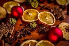 Natura morta di Natale con frutta e le spezie Fotografie Stock Libere da Diritti