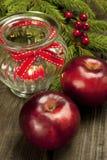 Natura morta di Natale con le mele ed il supporto di candela Fotografia Stock