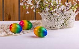 Natura morta di Pasqua dell'offerta di Rromantic nel bianco Immagine Stock Libera da Diritti
