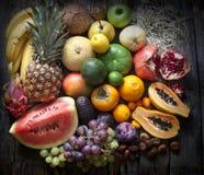 Natura morta esotica di varietà di frutta Fotografia Stock