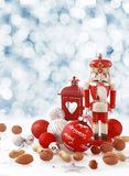Natura morta rossa variopinta di Natale nella neve di inverno Fotografia Stock Libera da Diritti