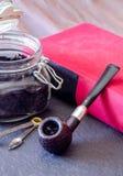 Natura morta sabbiata del tubo del supporto dei militari con il porta-tabacco Fotografia Stock Libera da Diritti