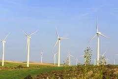Natura pulita della torre della turbina di ecologia fotografia stock