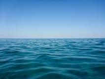 Natura pura dell'acqua di mare del turchese e di chiaro cielo blu di bella spiaggia di Skala dell'isola di Kefalonia, mare ionico immagini stock libere da diritti