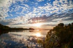 Natura Ukraina Piękny zmierzch na Zaporoskiej rzecznej powodzi Krajobrazy Ukraina Poltava region Zdjęcie Stock