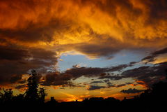 Natura variopinta dell'Ungheria del paesaggio del cielo di vista di sera della corte di tramonto Fotografia Stock Libera da Diritti