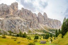 Natura vicino al passaggio di Gardena in dolomia dell'Italia Fotografie Stock Libere da Diritti