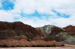 Natura widok góra i niebieskie niebo obrazy royalty free