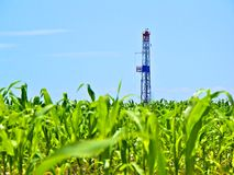 Natural Gas Fracking Drill in Cornfield. Drilling for Marcellus Shale Natural gas in the middle of a cornfield stock images