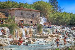 Natural spa με τους καταρράκτες σε Saturnia, Τοσκάνη, Ιταλία Στοκ φωτογραφία με δικαίωμα ελεύθερης χρήσης