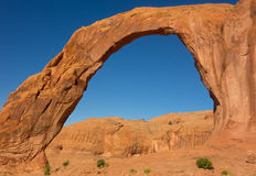 A natural stone arch in the desert Stock Photography