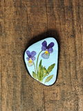 Natural stone with pansy flower Royalty Free Stock Photography