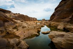 Naturale del canyon della roccia nel fiume di Mekhong in Ubon Ratchathani, Tha fotografie stock