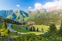Naturaleza cerca del lago grande almaty, Tien Shan Mountains en Almaty, Kazajistán Fotos de archivo