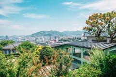 Naturaleza de Glover Garden y opinión de la ciudad en Nagasaki, Japón Fotografía de archivo