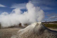 Naturaleza de Islandia y géiser de los paisajes Fotos de archivo libres de regalías