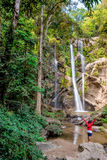Naturaleza de la cascada Fotografía de archivo libre de regalías