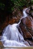 Naturaleza de la cascada imagenes de archivo